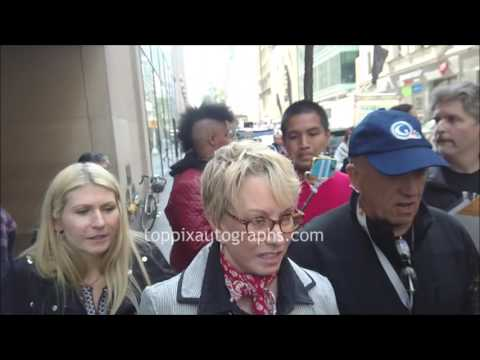 Sandy Duncan - SIGNING AUTOGRAPHS while promoting in NYC