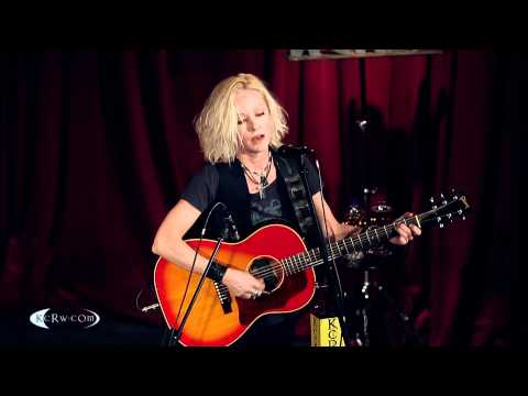 "Shelby Lynne performing ""Woe Be Gone"" Live at KCRW's Apogee Sessions"