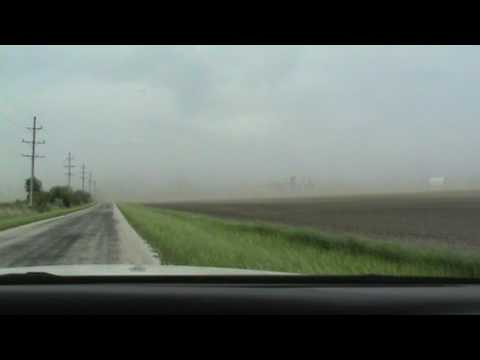 DUST STORM HIGH WINDS CENTRAL ILLINOIS 5-17-17 OBSERVATION