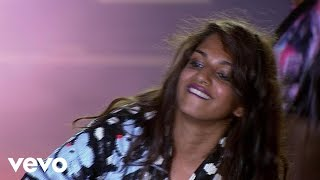 M.I.A. - Paper Planes (Virgin Mobile FreeFest 2010)