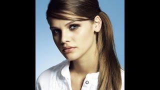 Прическа красивый хвостик на бок с начесом. Прически на длинные волосы