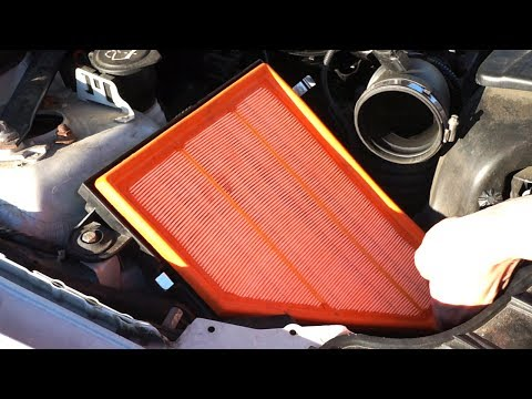 BMW 1-Series E87 engine air filter change (N47 diesel)