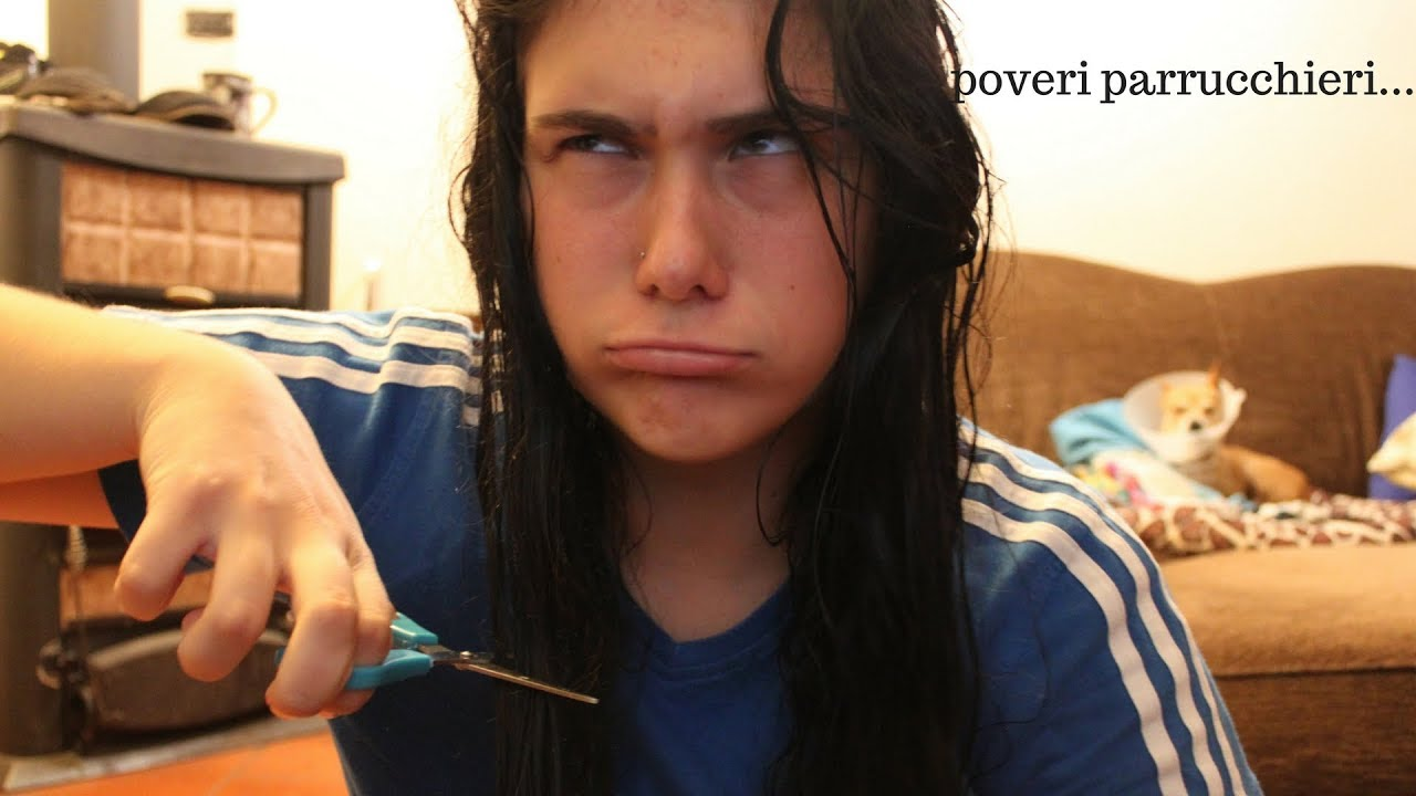 Mi taglio i capelli da sola disastro