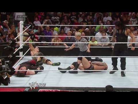 ★John Cena vs Roman Reigns vs Randy...