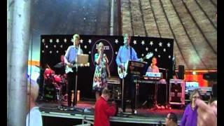 Repeat youtube video Karina synger rmed Bjørn & Okay. En dør til fantasien.