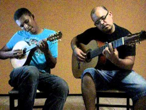 Violonista Luiz Júnior e o Bandolinista Robertinho Chinês tocando modulando