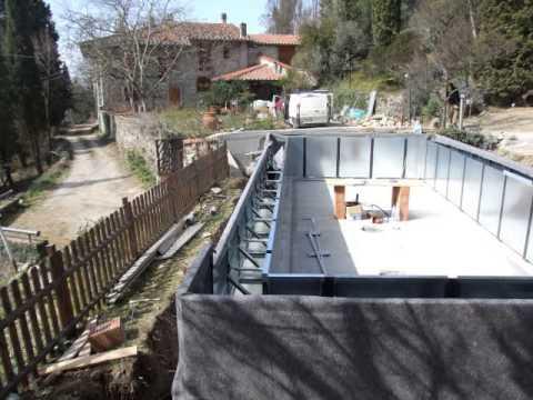 Piscina interrata a bordo sfioro con vasca di ricompenso for Piani di progettazione della piscina