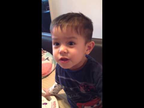 2 yr old Joshua singing Chinese song,