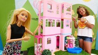 Sema, Barbie ile otel için bina arıyor. Kız oyunları.