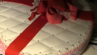 Украшение торта мастикой в виде подарка