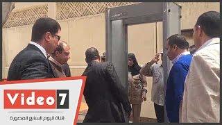 بالفيديو.. محافظ الغربية ومدير الأمن يدخلان كنيسة مارجرجس عبر بوابة التفتيش