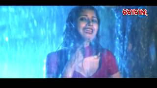 Download Video Tup Tap Barasa Pani - Odia Hot Song | Sidhanta & Rachana | BOBAL MP3 3GP MP4