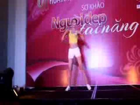 Màn thi tài năng thể dục tay không của thí sinh Hoa hậu Việt Nam