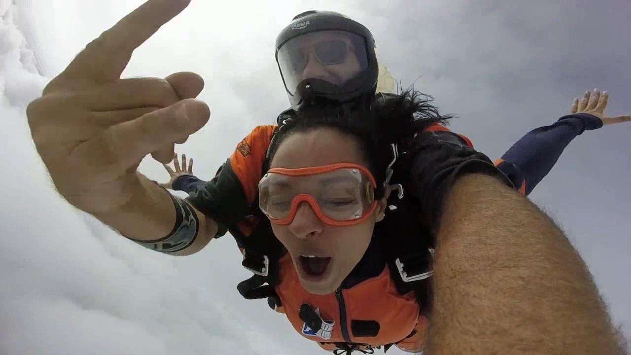 Salto de Paraquedas da Regiane na Queda Livre Paraquedismo 21 01 2017