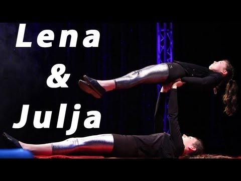 Julia & Lena unser Akrobatik-Duo - YouTube