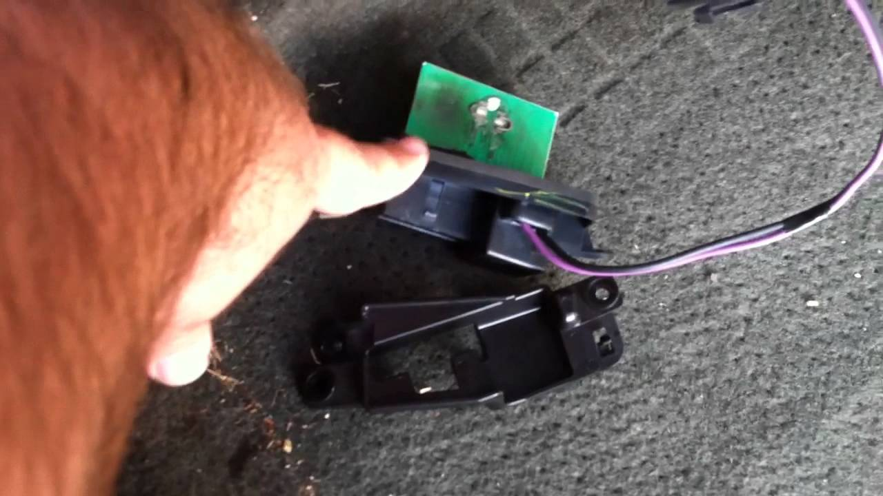 DIY 2003 Silverado Blower Motor Resistor - YouTube