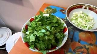 Салат из консервы и листьев салата
