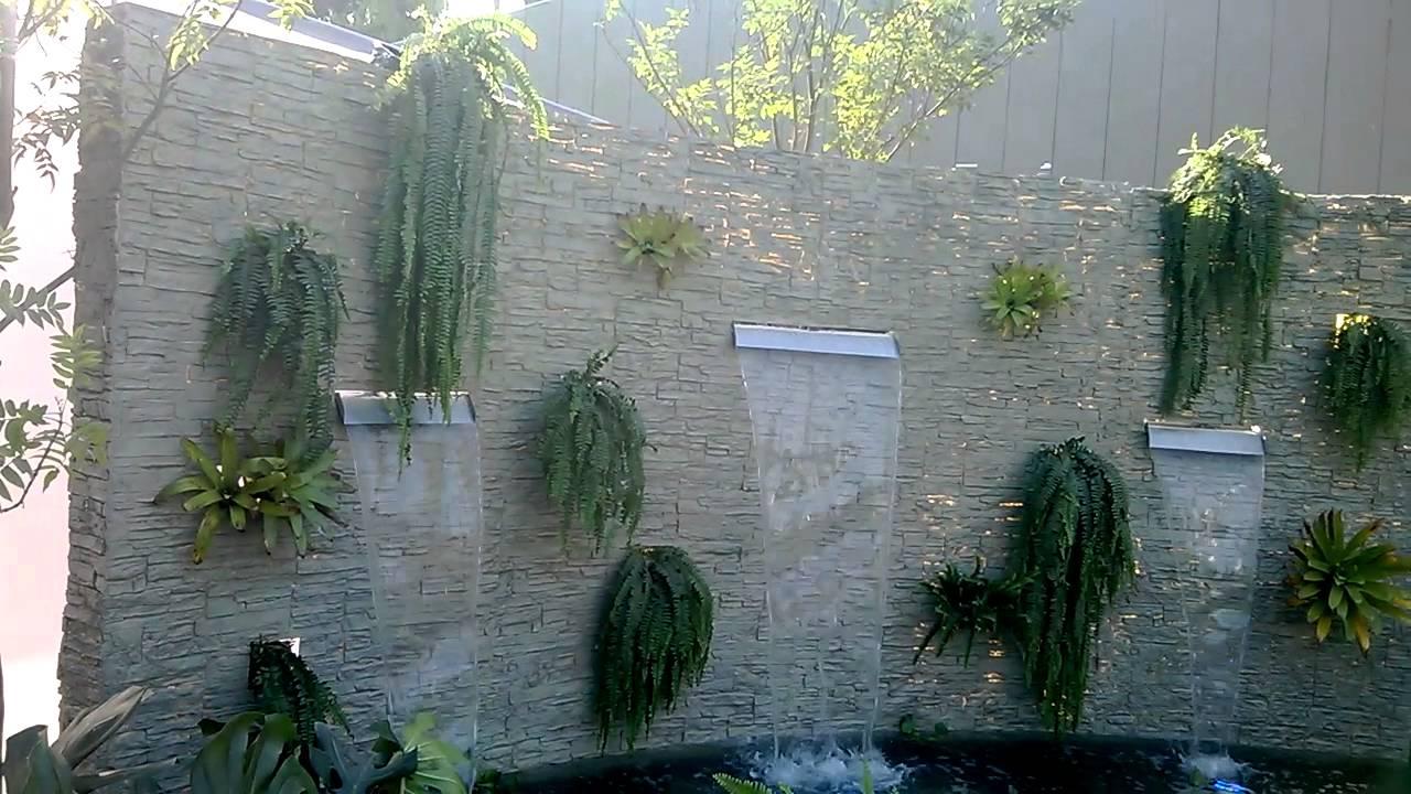 Velo de agua muro lloron piletas fuentes de agua for Cascada artificial en pared