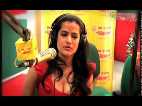 Sona Mohapatra Rocking Radio Mirchi Studios!