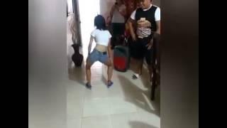 Sorprendente Niña Bailando Taka Taka 2016