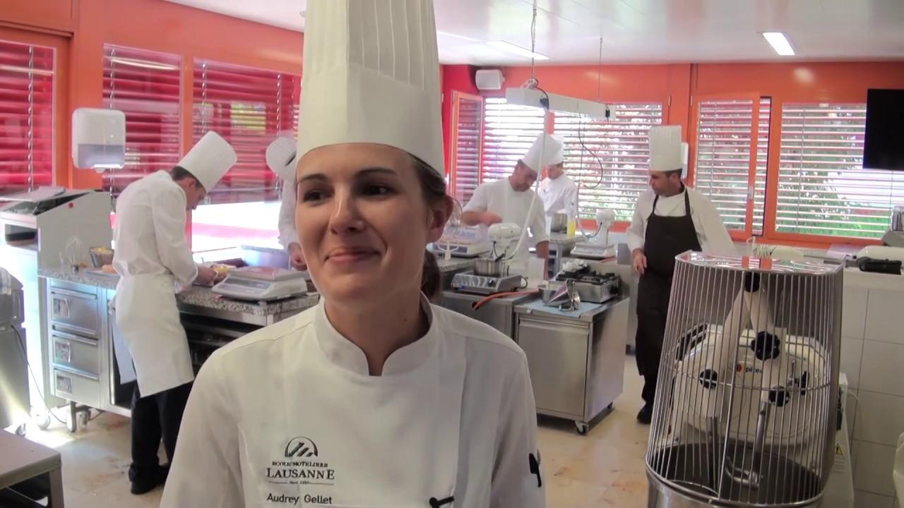 Interview d'Audrey Gellet. professeure à l'École hôtelière de Lausanne - YouTube