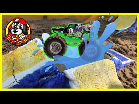 Hot Wheels Monster Jam Toy Trucks Racing and Playing - DIY Mini Monster Truck Arena & FREESTYLE SHOW