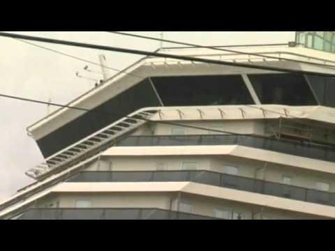 Cruise liner breaks away from Alabama dock