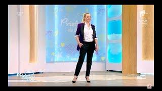 """Adina Buzatu, un nou stil vestimentar """"Haine de băieți pe fete"""""""
