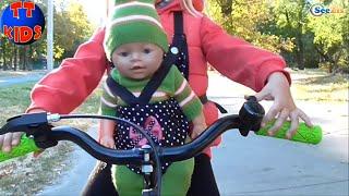 ✔ Беби Борн и Ярослава. Прогулка на Велосипеде / Baby Born and Yaroslava. Walking on the bicycle ✔(Всем привет! Сегодня маленькая девочка Ярослава вместе со своим другом – куклой Беби Борн будут кататься..., 2015-10-06T07:09:54.000Z)