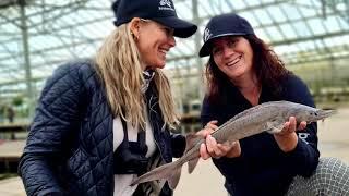 Daguitje met kinderen indoorvissen op forel steur meerval zalm en karper | de Barracudas