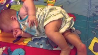 Ребенок переворачивается со спины на живот(, 2015-07-31T08:01:17.000Z)