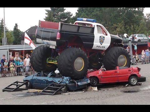 Aurich Lemoine Freestyle Monstertruckshow Action Unterhaltung Monster Trucks Stunt Show