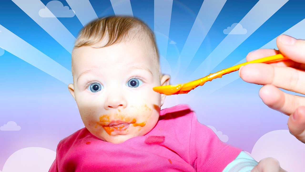Beatrice Baby Girl Eating Carrots for the First Time 2017 ...