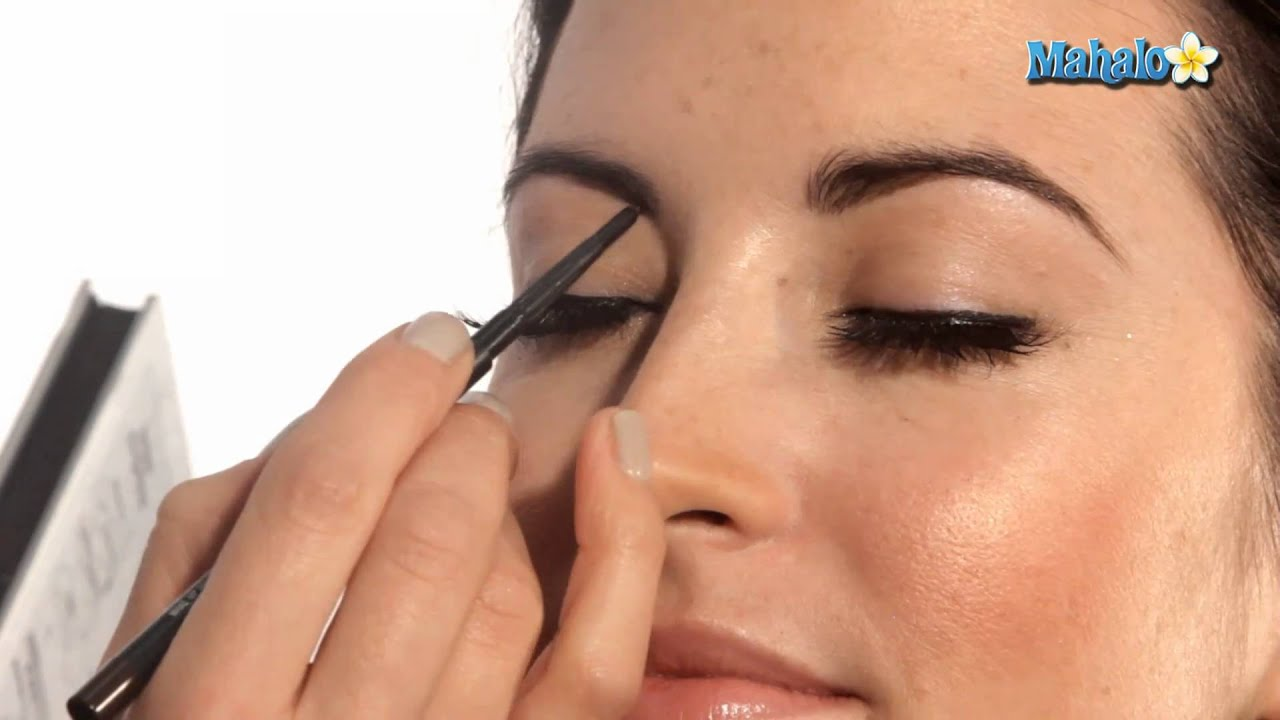 How To Define Your Eyebrows Youtube