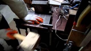 Как согнуть своими руками п образное сечение из листового металла(Инструменты для мастеров любителей http://ali.pub/zfeco Как согнуть своими руками п образное сечение из листового..., 2015-03-29T17:39:45.000Z)