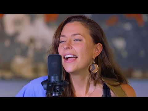 Creek Sessions: Lindsay Lou - Roll With Me