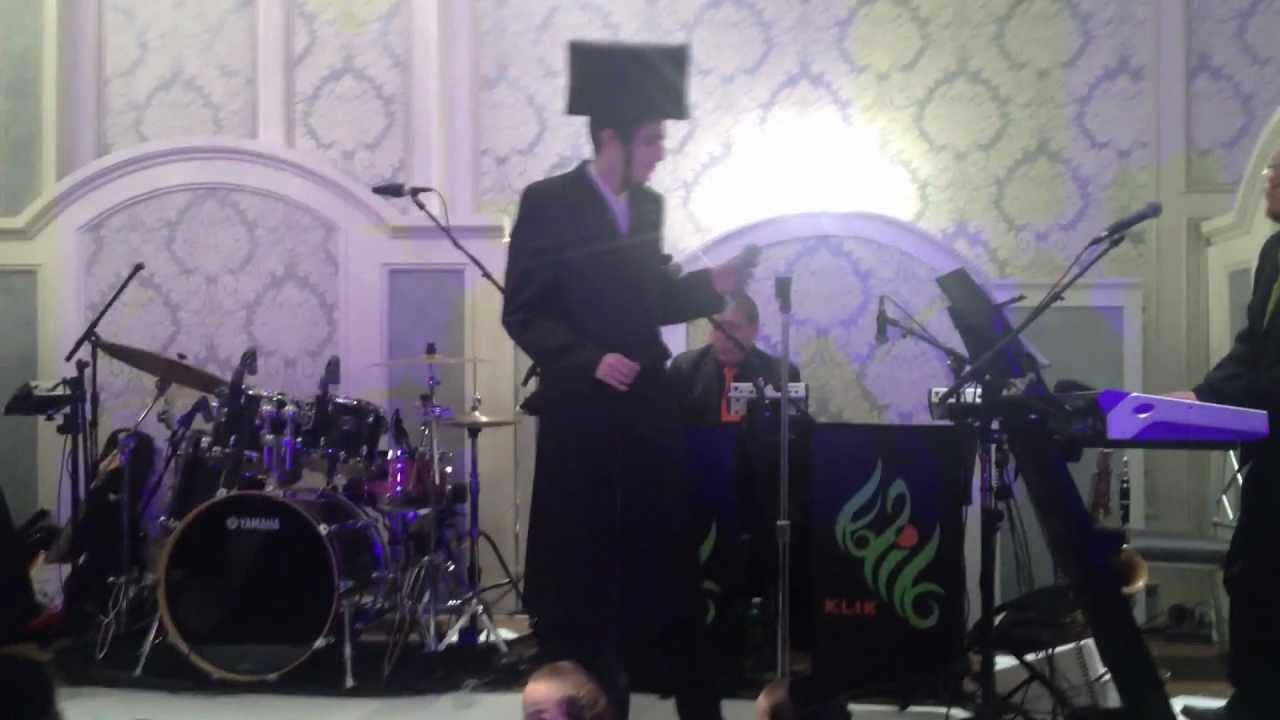 מוטי שטיינמץ מופיע בניו יורק Motty Steinmetz performs at a wedding in NYC