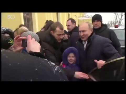 Владимир Путин го застана автомобилот за да се фотографира со расплакано девојче