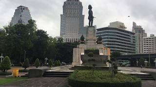 ルンピニー公園 MRTシーロム駅側の広場 thumbnail