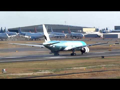Boeing 777-300ER Performs A Slow-Speed Taxi Test At KPAE