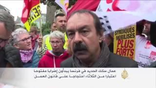 عمال سكك الحديد بفرنسا يبدؤون إضرابا مفتوحا