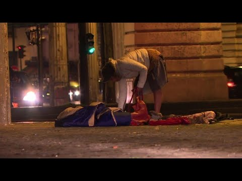 Paris homeless struggle as winter sets in