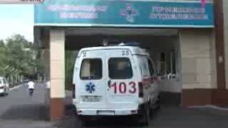 В Алматы женщина умерла у ворот больницы(Новый врачебный скандал в Алматы! У ворот Центральной городской больницы обнаружили труп женщины средних..., 2013-07-17T16:48:58.000Z)