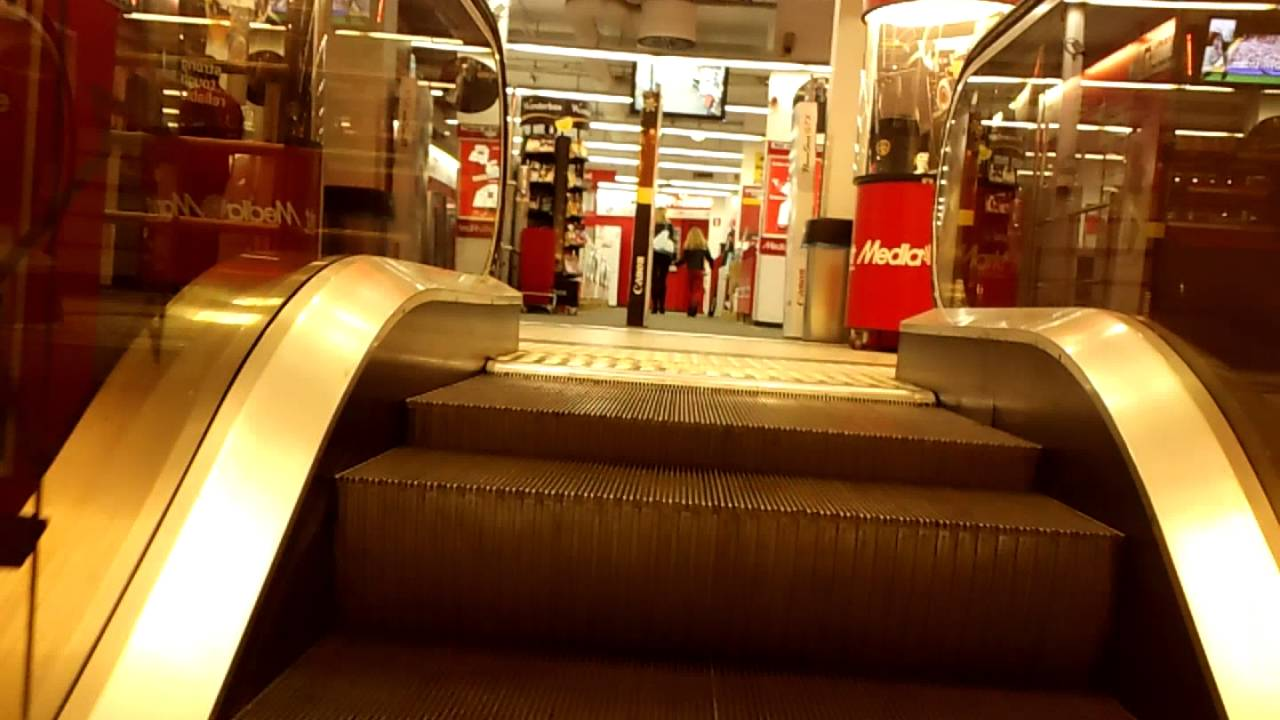 4 Unknown escalators @ Century Center Shopping Mall in Antwerp ...