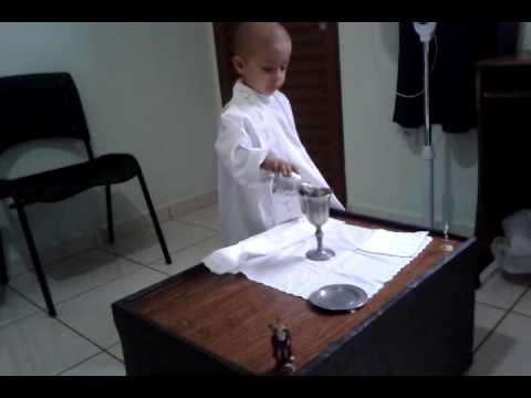 Tin buồn: Rafael, cậu bé nhỏ mê cử hành thánh lễ vừa qua đời