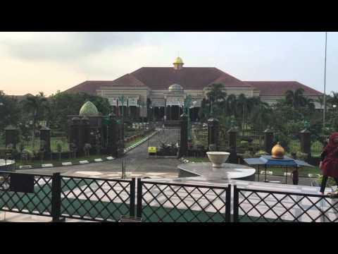 Rumah pemilik masjid kubah emas depok