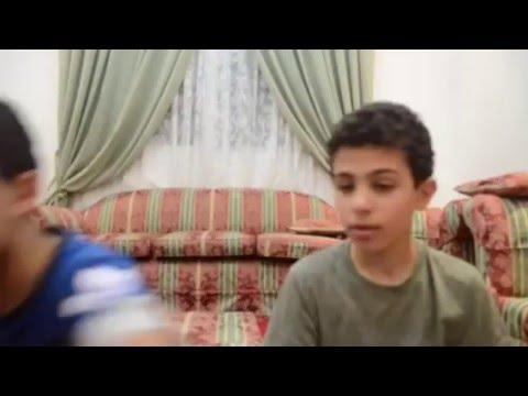 تحدي غمض واجلد/لايفوتكم!!! العقاب فقص بيضا عليا!!!