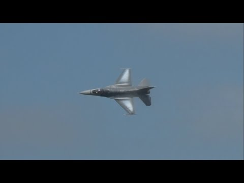 2017 NAS Oceana Airshow - F-16CJ Fighting Falcon Demonstration