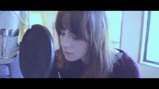 Смотреть клип Gabrielle Aplin- Take Me Away (Live)