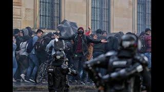 Termina marcha estudiantil en medio de la lluvia y los gases lacrimógenos - Noticias Caracol